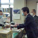6万枚のゴム手袋を寄贈